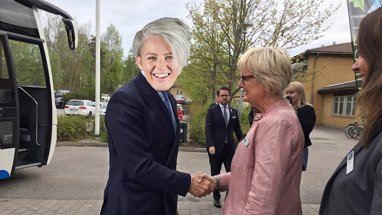 Bild på Therese McDonalds huvud som täcker en känd svensks ansikte.