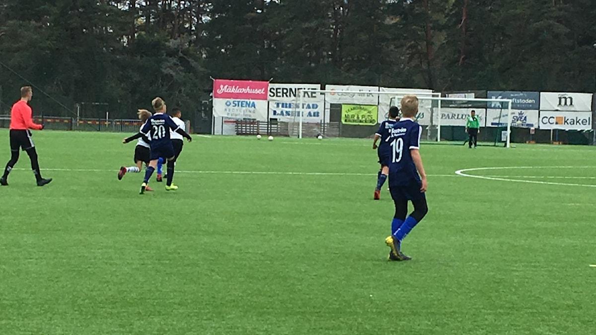 Pojklagsmatch i fotboll mellan Skoftebyn och Edets FK.