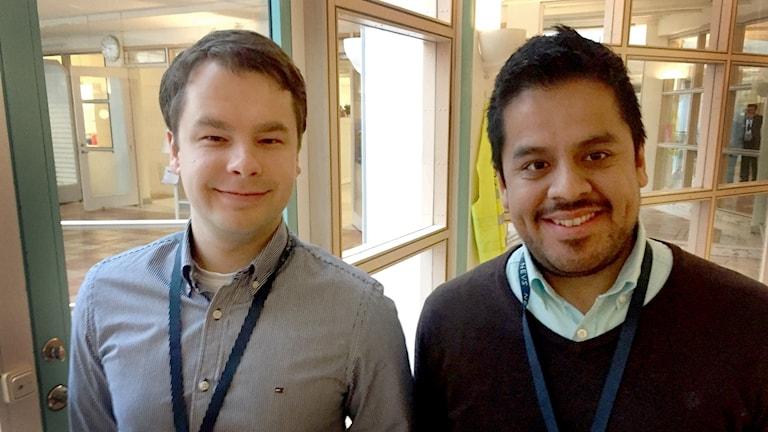 Pawel Calderon och Ringolds Jargans vid entré till Nevs tekniska kontor