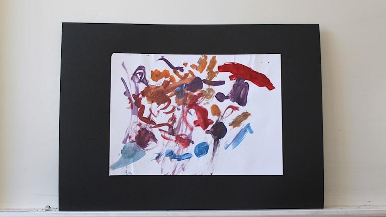Barn från Restad gård målar för Världens barn