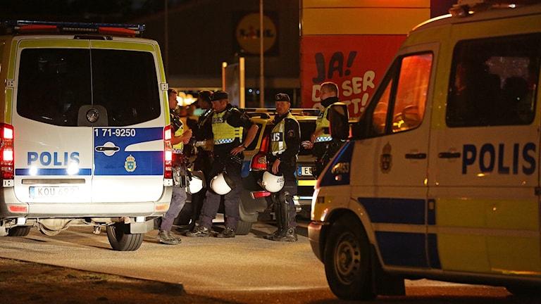 Bild från bilbränder i Kronogården.