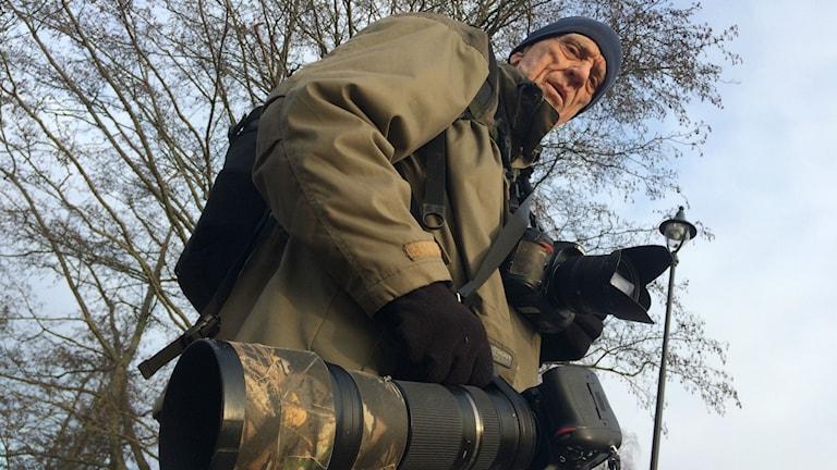 Bild på Kjell Persson med kameror