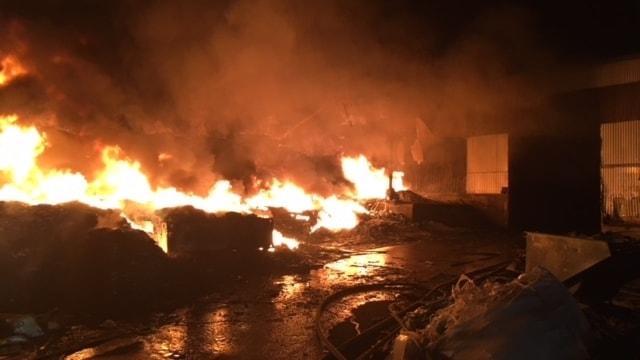 Räddningstjänsten på plats vid branden i Stigen.