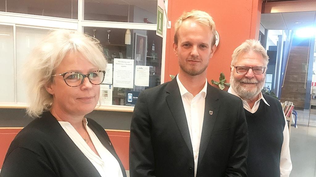 Linda Jansson (M), Tobias Bernhardsson (C) och Kenneth Carlsson (L)