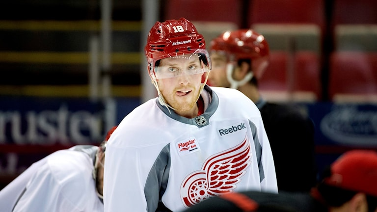 Joakim Andersson värmer upp för sin tidigare klubb Detroit.