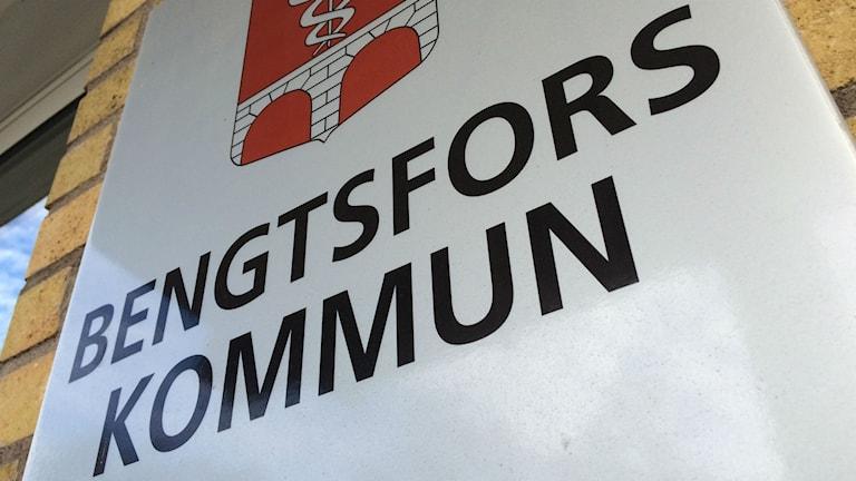 "Bild på skylt med texten: ""Bengtsfors kommun""."