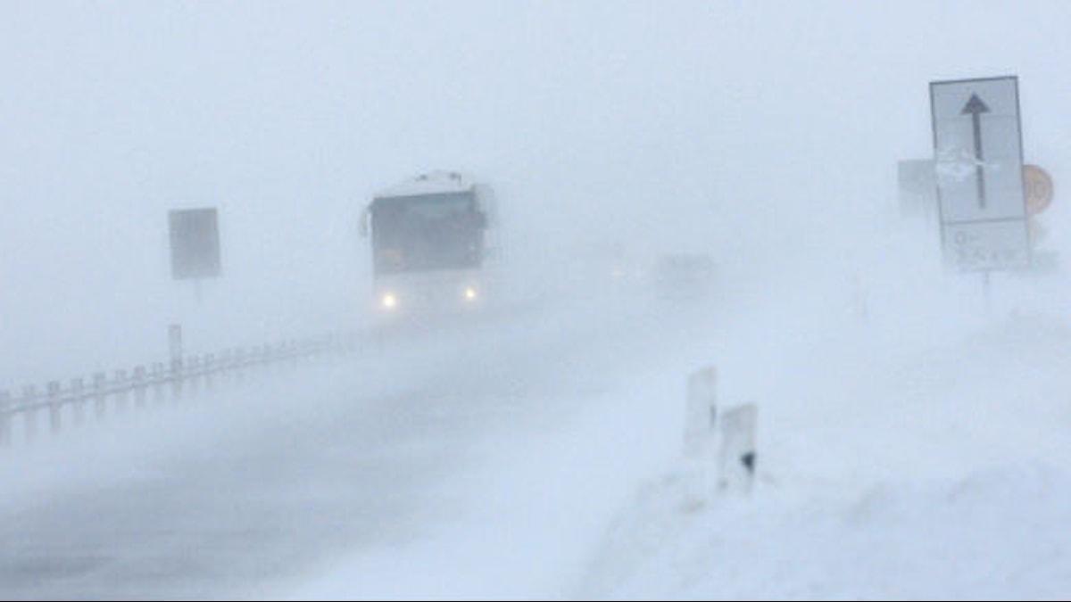 Trafik i snöoväder. Foto: Johan Nilsson/Scanpix
