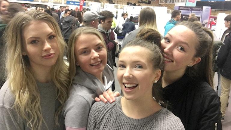 Elever tar selfie.