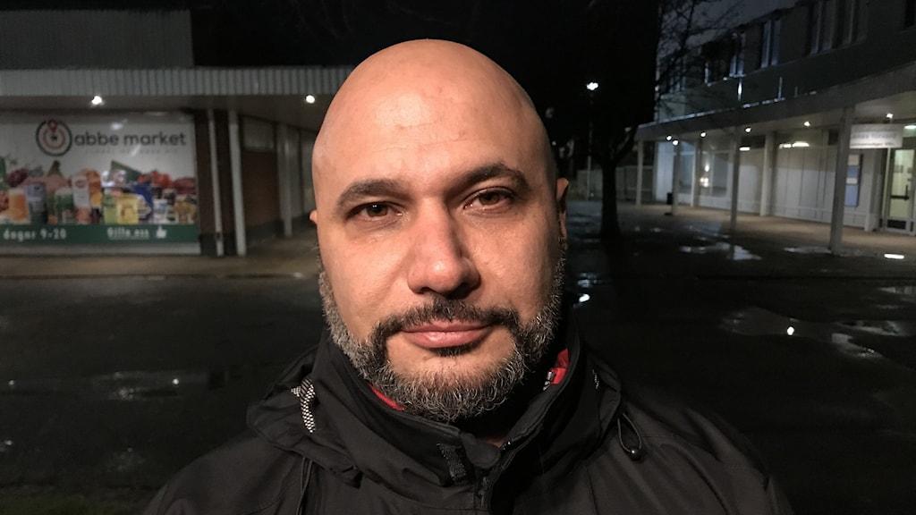 Maher Turkie vill prata med folk på Kronogården.