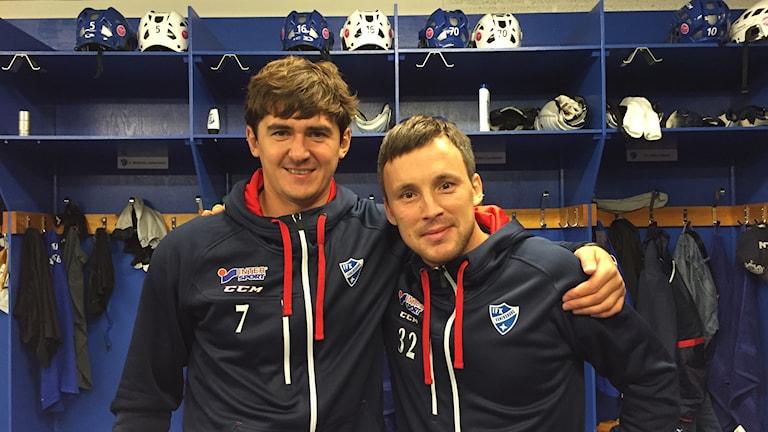 Sergej Lomanov Jr och Pavel Bulatov i IFK Vänersborgs omklädningsrum.