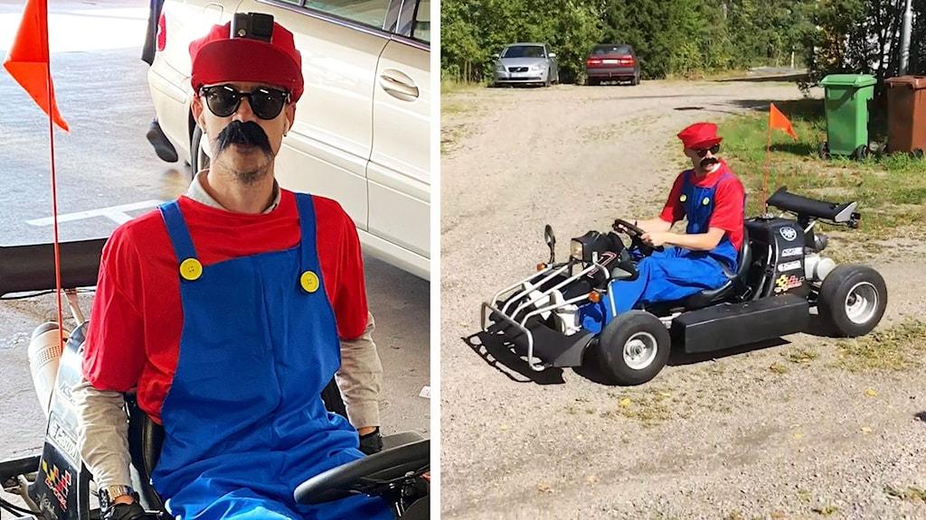En kille utklädd till Super Mario på en gokart.