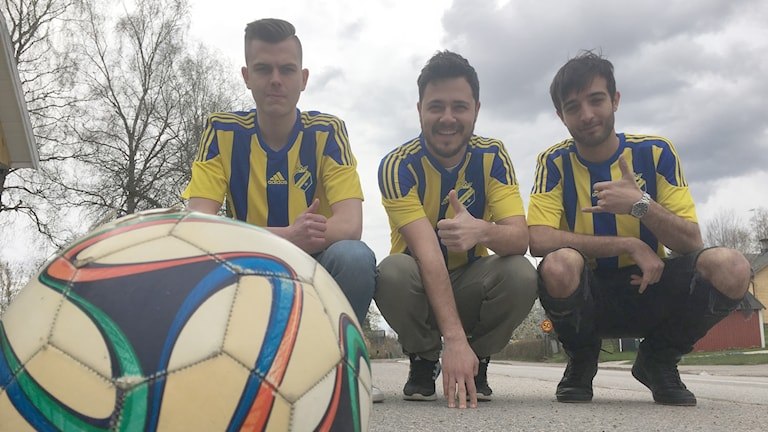 Kroppefjällsspelarna Andreas Sjöblom (Finland), Gökhan Aydemir (Turkiet) och Ali Makiya (Syrien) är peppade inför måndagens premiärmatch i Dals Rostock hemma mot IF Viken 2.