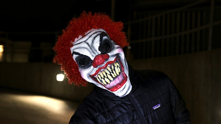 En man med skrämmande clownmask. Foto: Vidar Ruud/TT