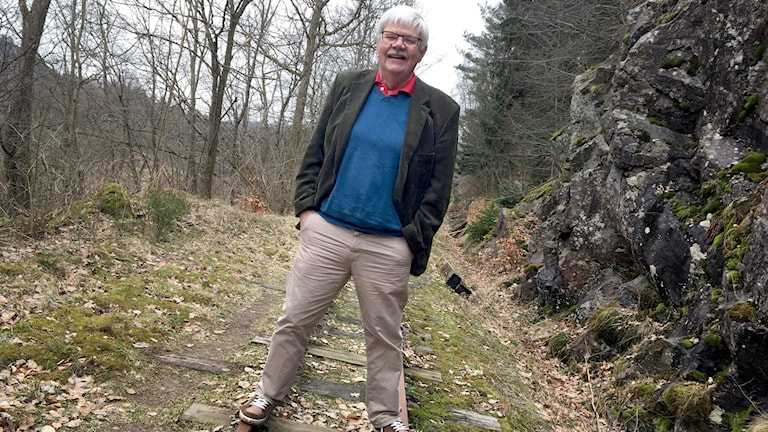 Thomas Johansson, ersättare i museijärnvägens styrelse, står på spåren. Han är inte så orolig över bävrarnas härjningar i Munkedals kommun.