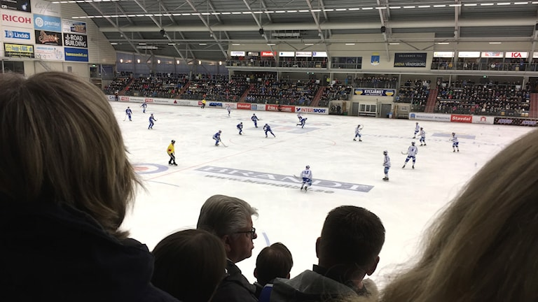 Publikbild från matchen mellan IFK Vänersborg och Villa Lidköping.