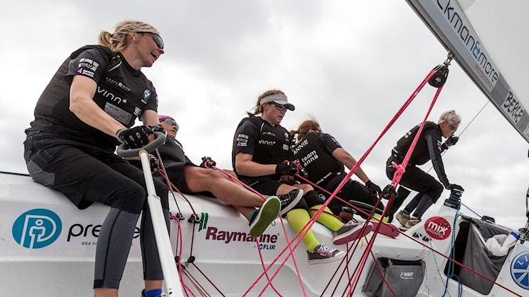 Anna Östling med besättning på segelbåten under seglartävlingen Lysekil Womens Match.