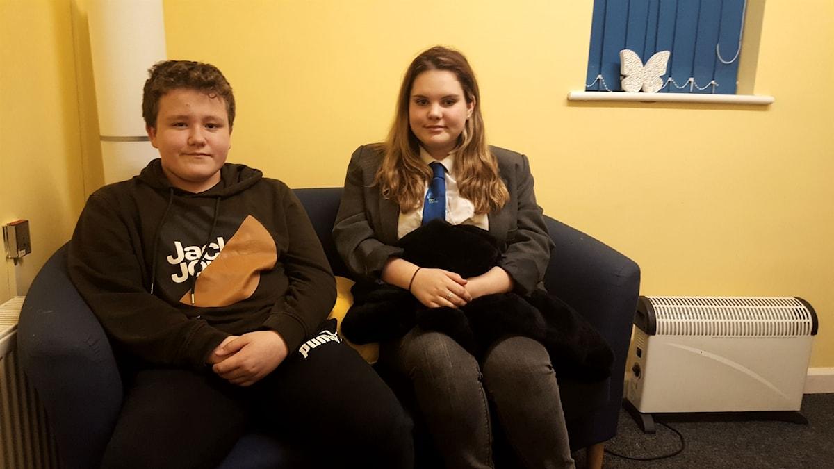Harry och Nicole, två barn i Sheffield
