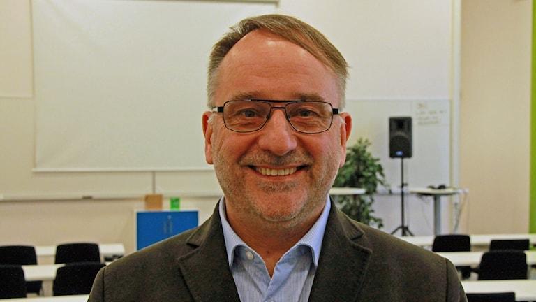 Peter Nofors i konferenslokal