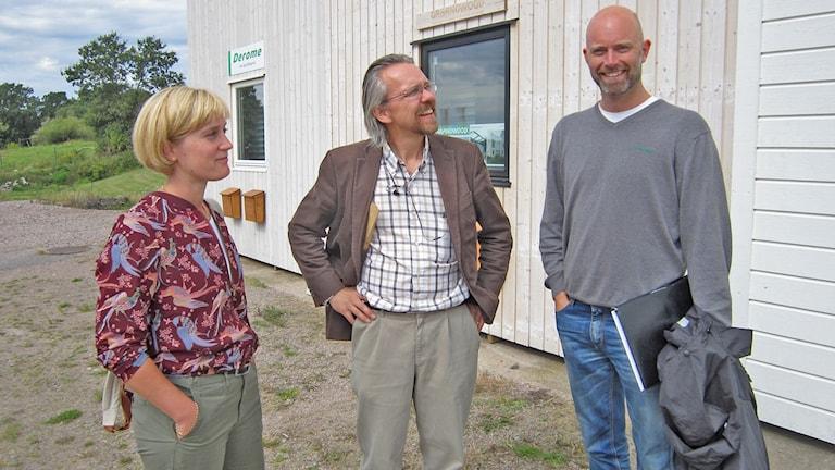 Åsa Blom, Magnus Falk och Magnus Niklasson och fem fasader söker svar om hållbarhet. Foto: Göran Frost/Sverige Radio