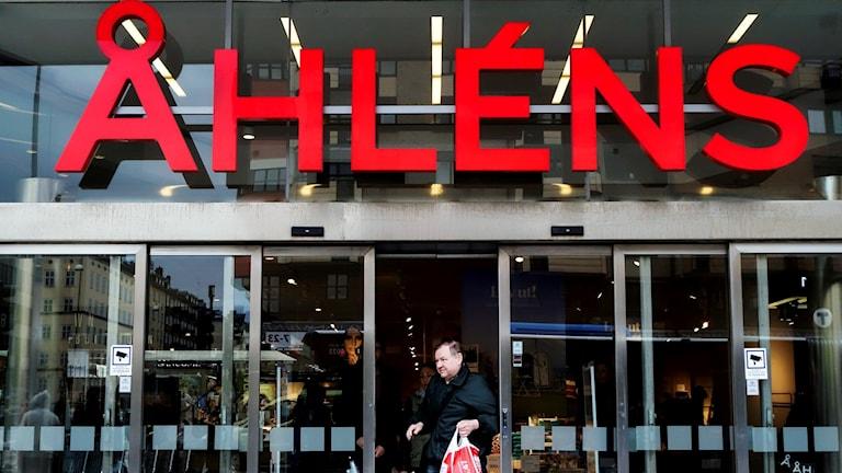 Stefan Pettersson tycker inte att Åhléns borde ha publicerat en bild på pojken i luciakrona.