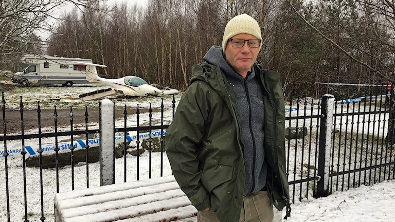 Charles Brandell bor granne med den plats där ett flygplan kraschade.