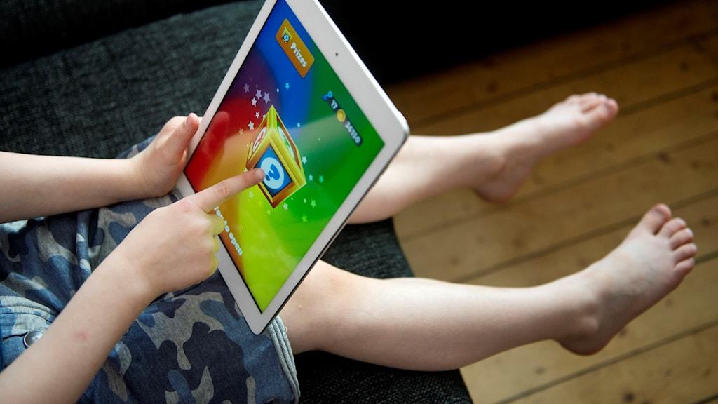 Enligt föreläsaren är det viktigt att prata om nätet redan när barnen är små.