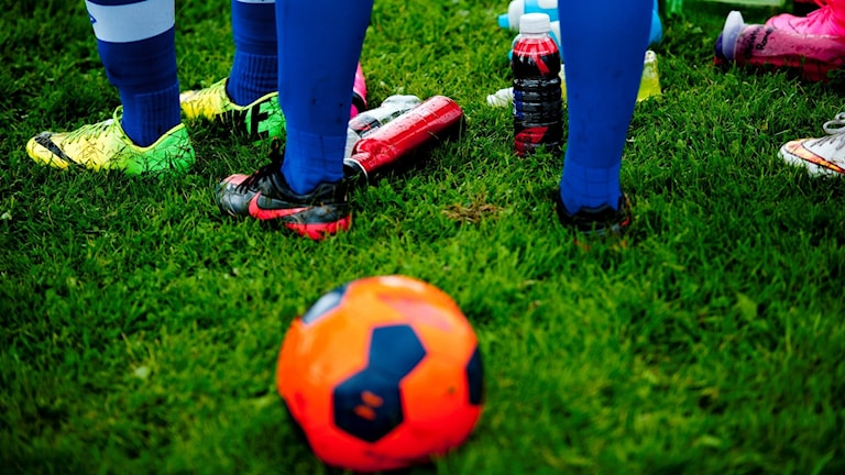 Ungdomar som tränar fotboll. Foto: Jon Olav Nesvold/TT.