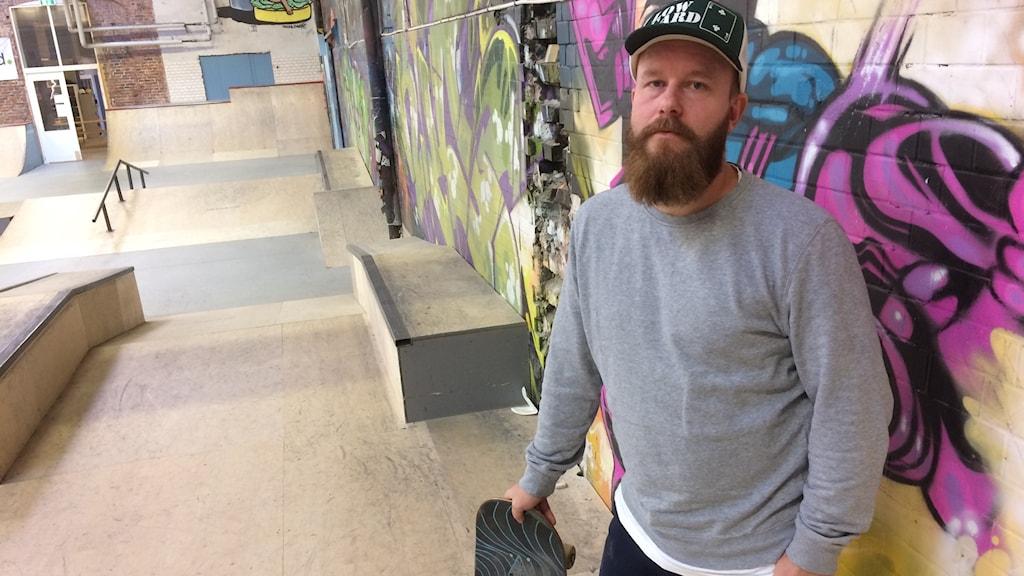 Henrik Cederlund känner att skateboardklubben är undervärderad av kommunen.