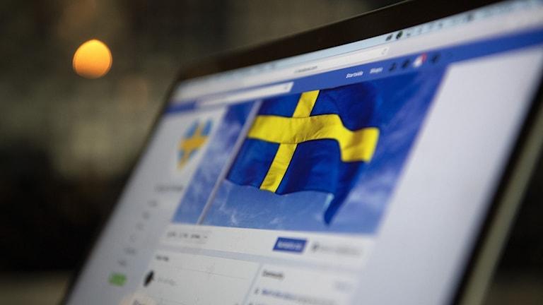 """Mannen misstänks ha skrivit kommentarer på inlägg i bland annat """"Stå upp för Sverige"""" och åtalas nu för hets mot folkgrupp."""
