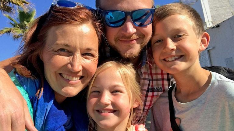 Familjen Ahlén, Victoria, Joakim, Lucas (12) och Maj (8).