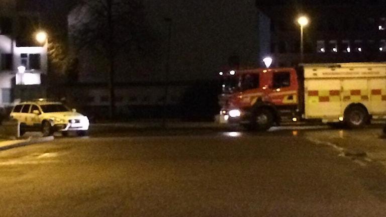 Räddningstjänst och polis på plats vid Österskans busstation.