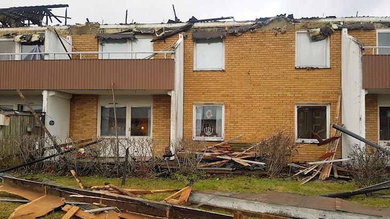 Flerfamiljshuset i Laholm började brinna och 20 personer fick evakuera.