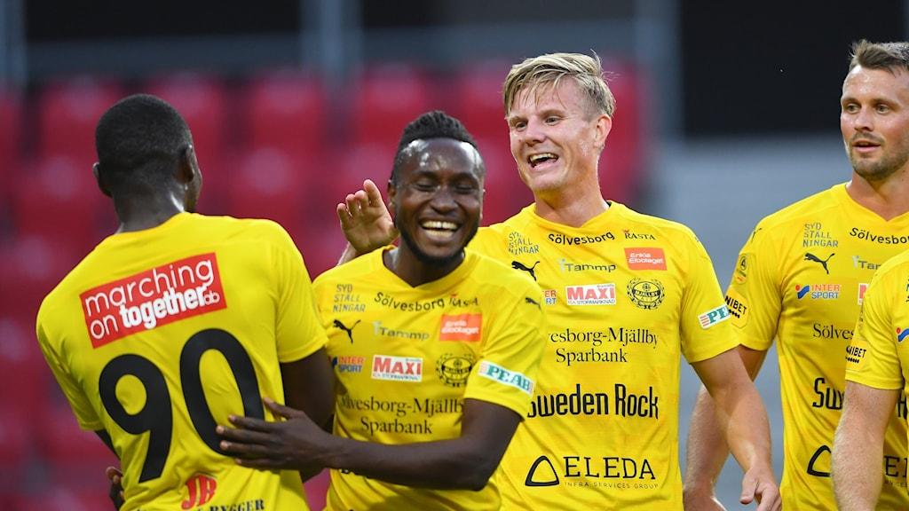 Mjällbys Eric Björkander firar efter mål. Foto: Patric Söderström/TT