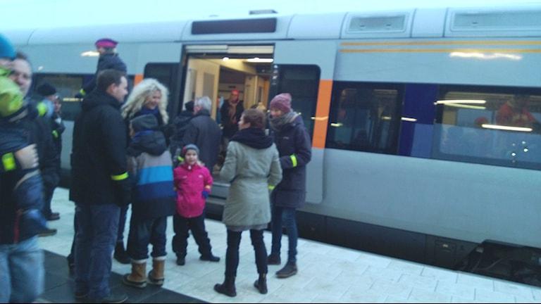 På nya perrongen i Åsa station.