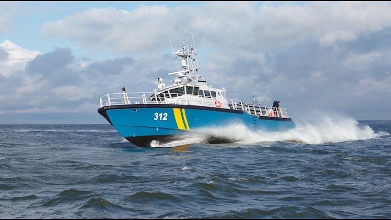 En båt från Kustbevakningen deltog i insatsen vid Balgö. Foto: Kustbevakningen