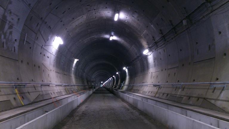 Tunneln börjar ta form inuti men saknar fortfarande räls. Foto: Magnus Hagström/Sveriges Radio