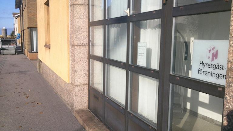 Hyresgästföreningens lokaler ligger på Magasinsgatan i Varberg. Foto: Henrik Martinell / Sveriges Radio