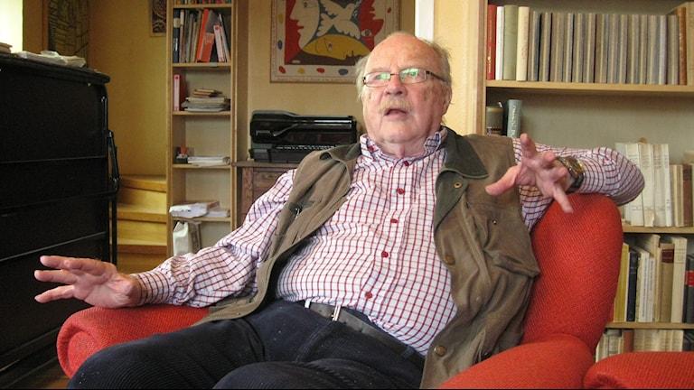 Jan Myrdal i sitt hem i Varberg. Foto: Ann Jornéus/Sveriges Radio