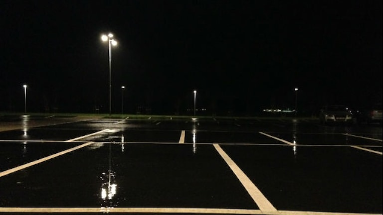 Pendelparkeringen vid stationen i Åsa. Foto: Sveriges Radio