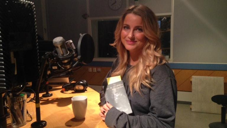 Linnea Vall överlevde tsunamin och har gett ut en bok. Foto: Anna Bergh/Sveriges radio