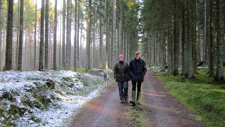 Karl-Olof och Monika Persson drabbades av stormen Gudrun. Foto: Sveriges Radio