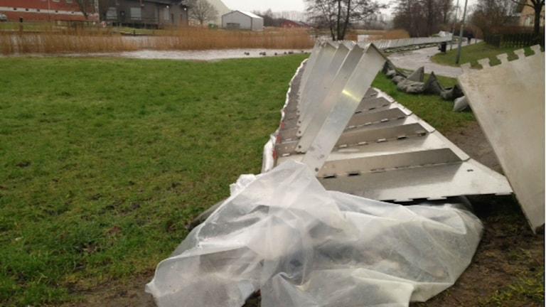 Översvämningsskyddet i Kungsbacka rasade.