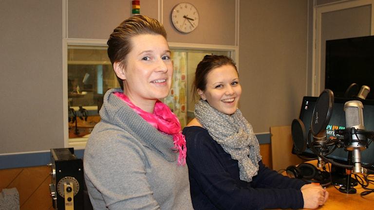 Linda Olofsson, utbildningsansvaig för teknikprogrammet och eleven Emelie Quander. Foto: Karin Ingströmmer/Sveriges Radio