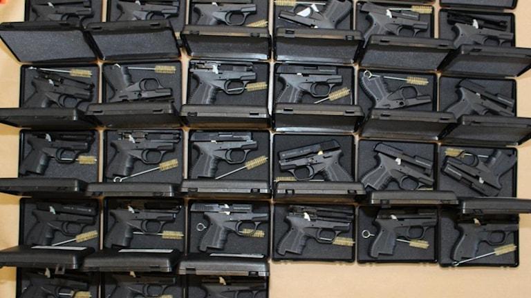 Polisen har tagit 51 vapen i beslag. Foto: Polisen