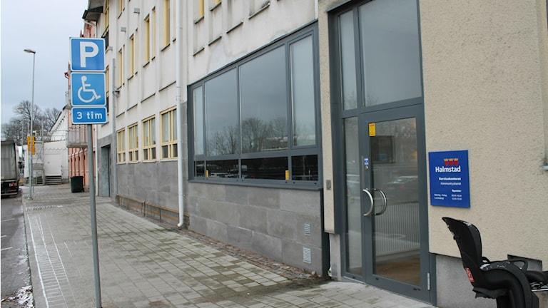 Här på Hamngatan 7 kommer Halmstad direkt husera den första tiden innan ombyggnaden av Rådhusets lokaler är klar. Foto: Henrik Martinell / Sveriges Radio