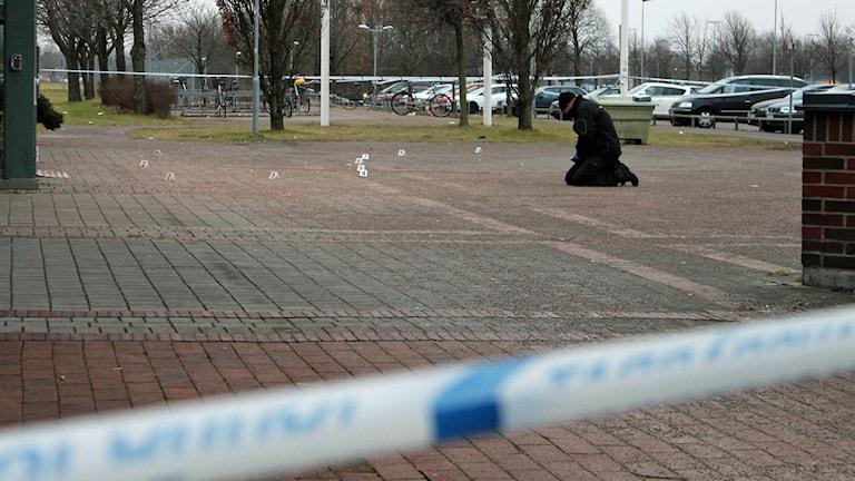 Sannarpsgymnasiet spärrade av efter ett knivbråk. Foto: Henrik Martinell/Sveriges Radio