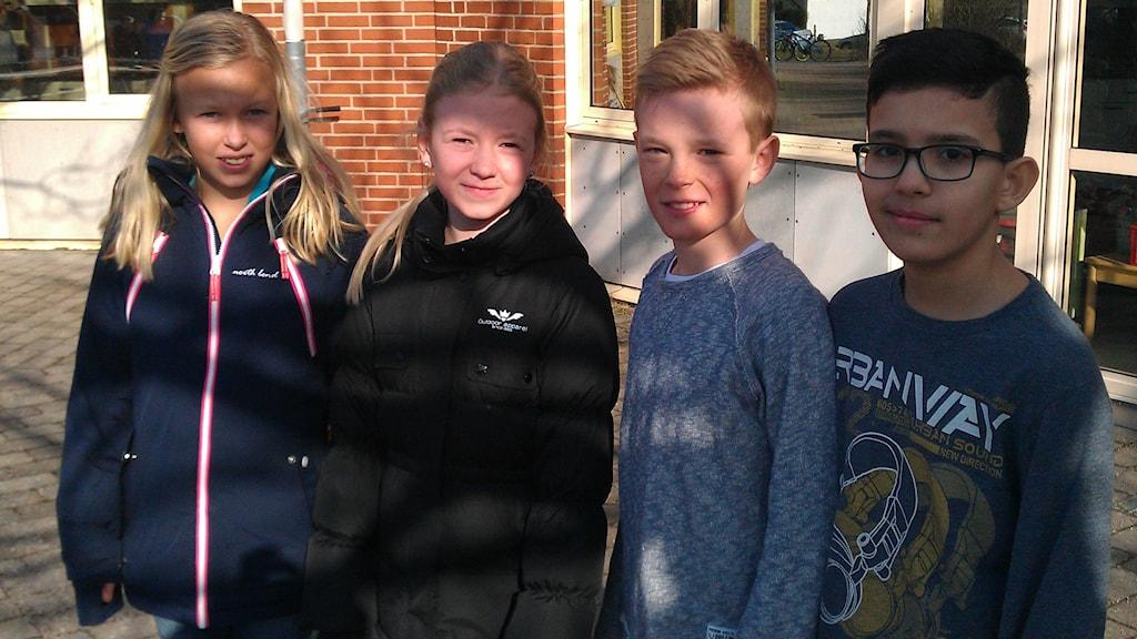 Fr V. Klasskompisarna Julia, Emilia och Adam, här tillsammans med klasskompisen Yael.