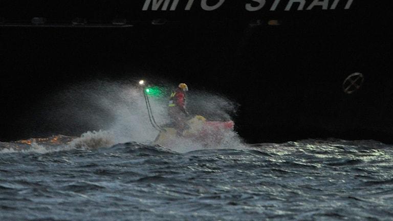En fritidsbåt har kantrat i Kattegattshamnen utanför Halmstad och dykare söker efter båtens passagerare. Enligt larmet var tre personer ombord. Foto Björn Lindgren / TT.