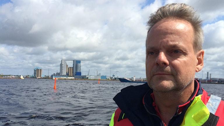 Magnus Odin söker för sjöräddningssällskapet. Foto: Magnus Hagström /Sveriges Radio