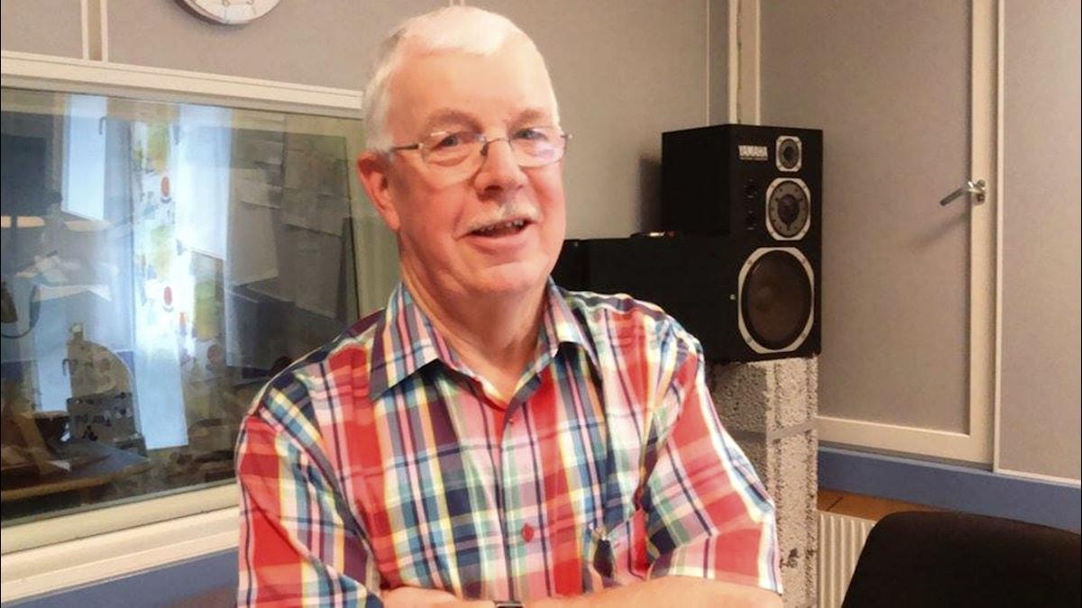 Olle Jensen är ordförande i Svensk flyghistorisk förening Halland. Foto: Sveriges Radio
